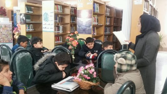 زنک کتابخوانی در کتابخانه عمومی بیت الهدی